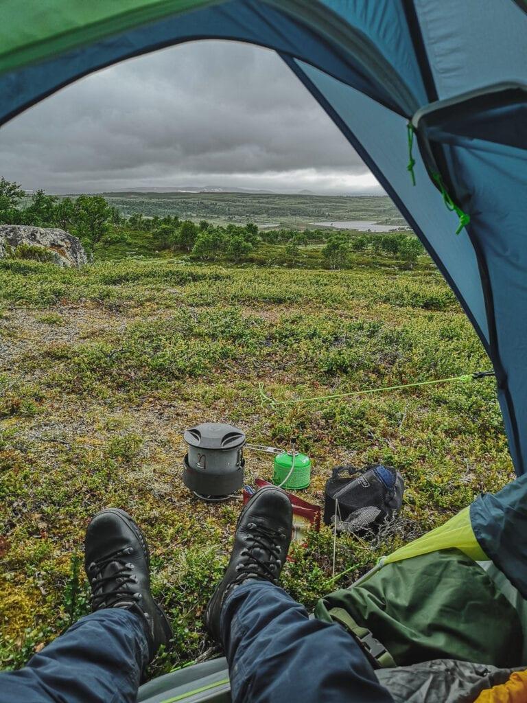 Utsikt från tält i Tänndalen med stormkök