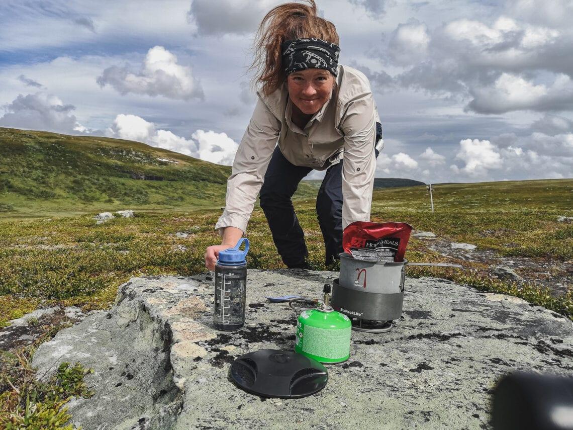 Wilda Nilsson med stormkök från Primus på vandring