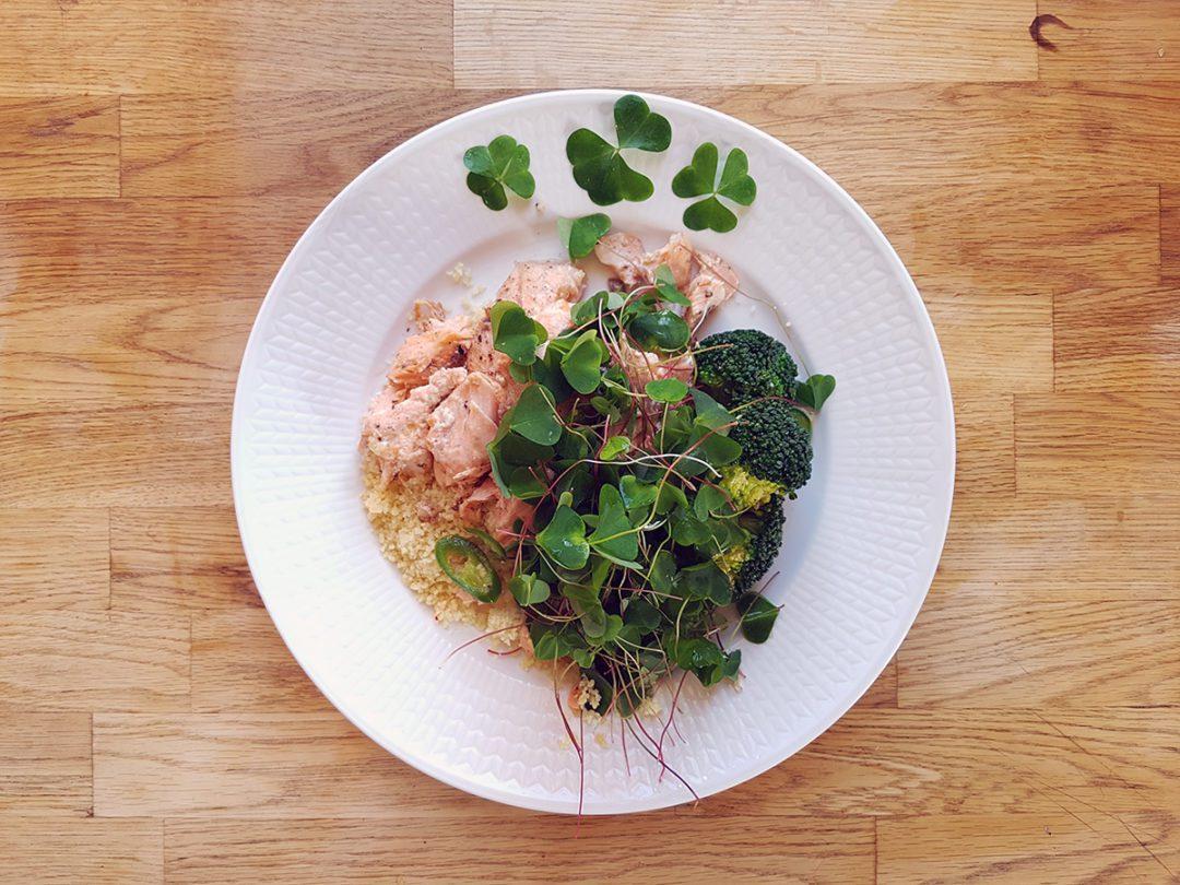 Lax med harsyra och broccoli