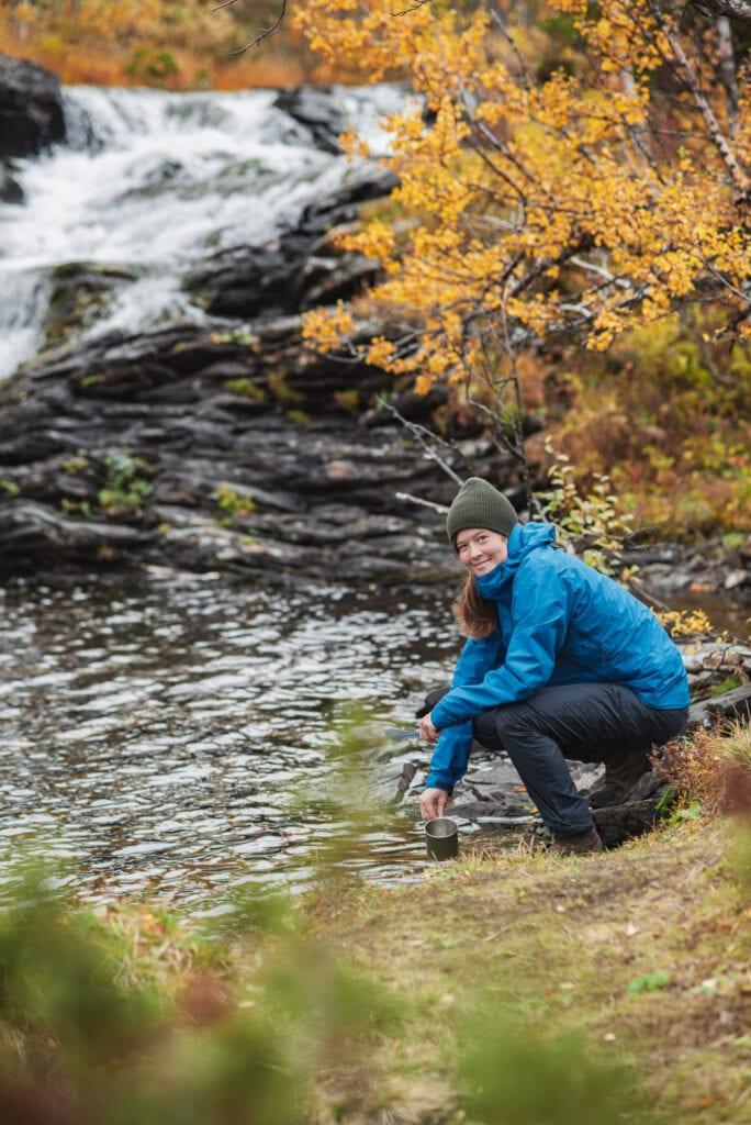 Wilda Nilsson vid Anderssjöåfallet i Tänndalen