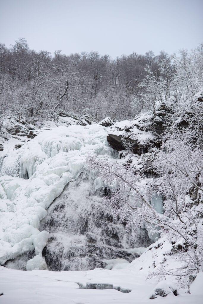 Anderssjöåfallet i Tänndalen på vintern