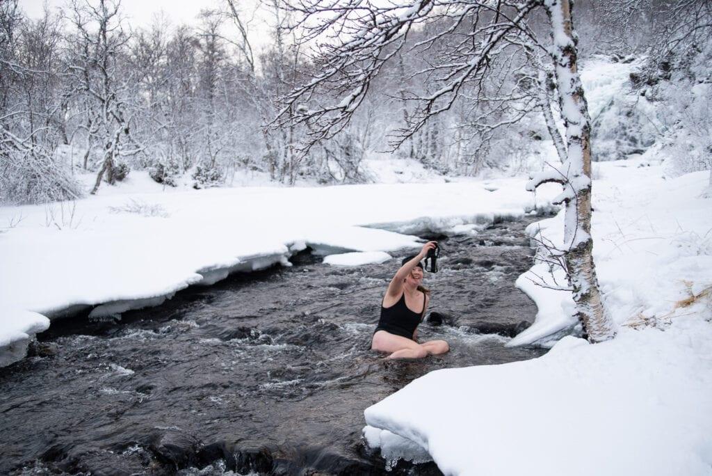 Icebath in Sweden in December - cold bath in Tänndalen
