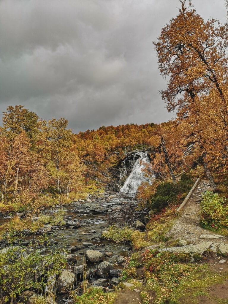 Anderssjöåfallet i Tänndalen, Härjedalen med vandringsled bredvid