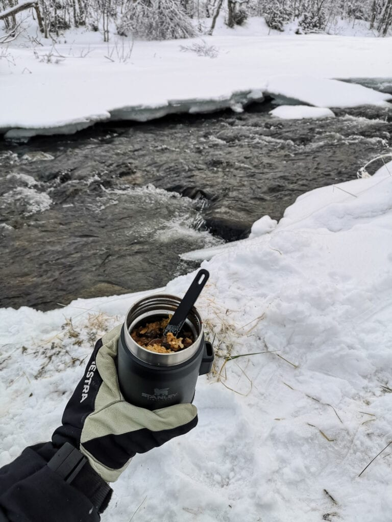 Thermos with hot food from Stanley and mittens from Hestra Gloves