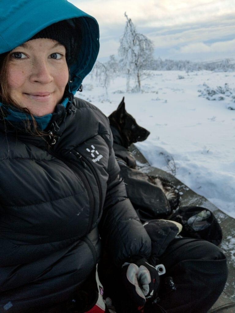 Wilda Nilsson med dunjacka Haglöfs på fjället