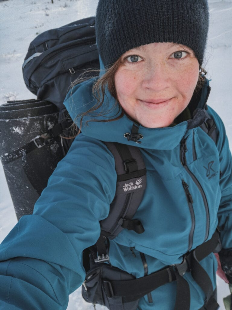 Wilda Nilsson hiking in the snow