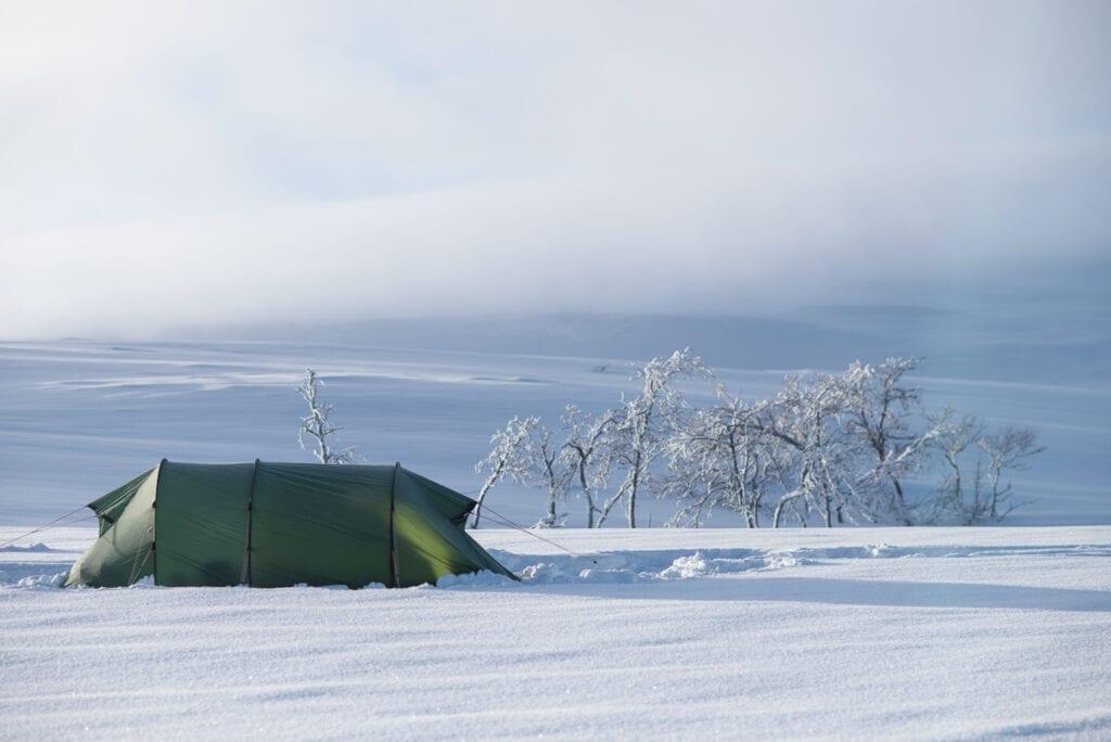 Tälta på vintern på fjället Hilleberg