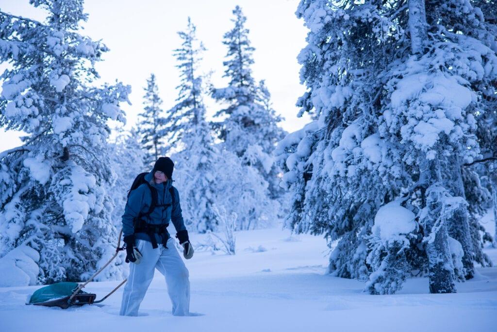 Vintervandering med snöskor och pulka