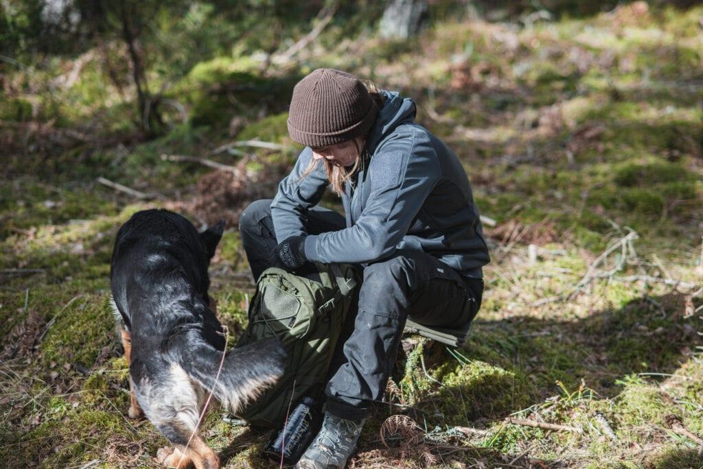 Vandring med hund i tröja från Helikon-Tex