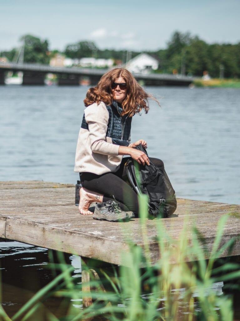 Wilda Nilsson på brygga i Strängnäs i Holebrook tröja